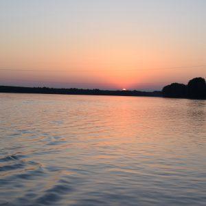 Aperitivo al tramonto sul Po